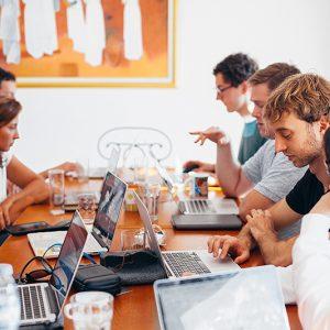 Une réunion, avec débat libre